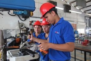 Josbel Perdomo, José Santos Bautista and Edgar Tinoco (left to right), participate in a vocational training project supported by MCC.